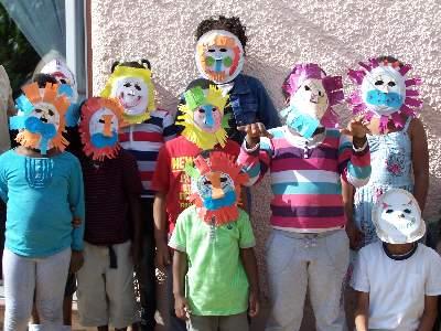 kids wearing paper plate lion masks