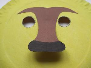 make a paper plate lion nose