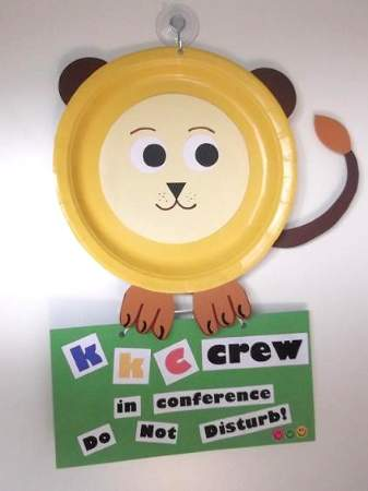 paper plate lion with door tag